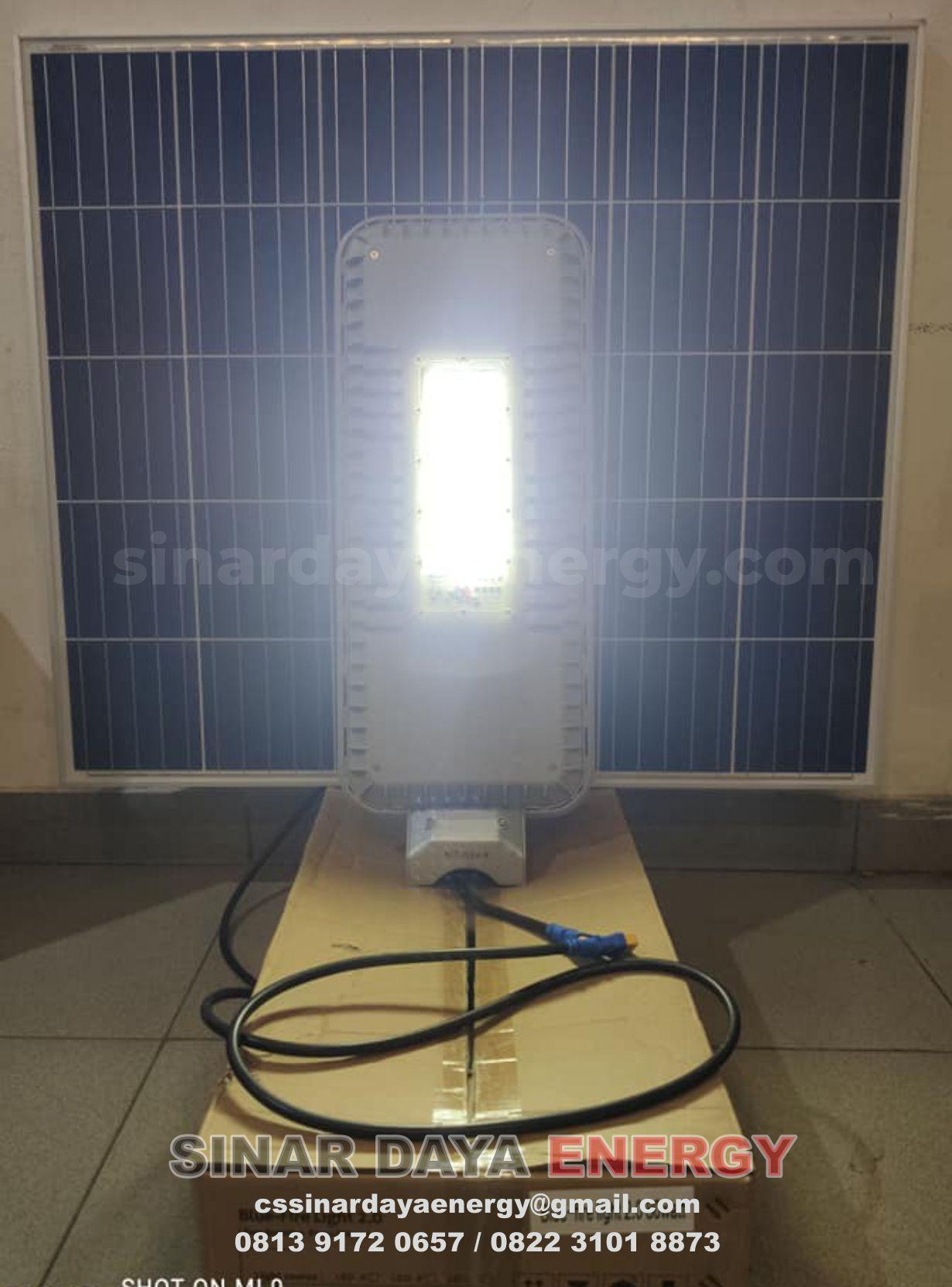 paket lampu jalan tenaga surya 2in1