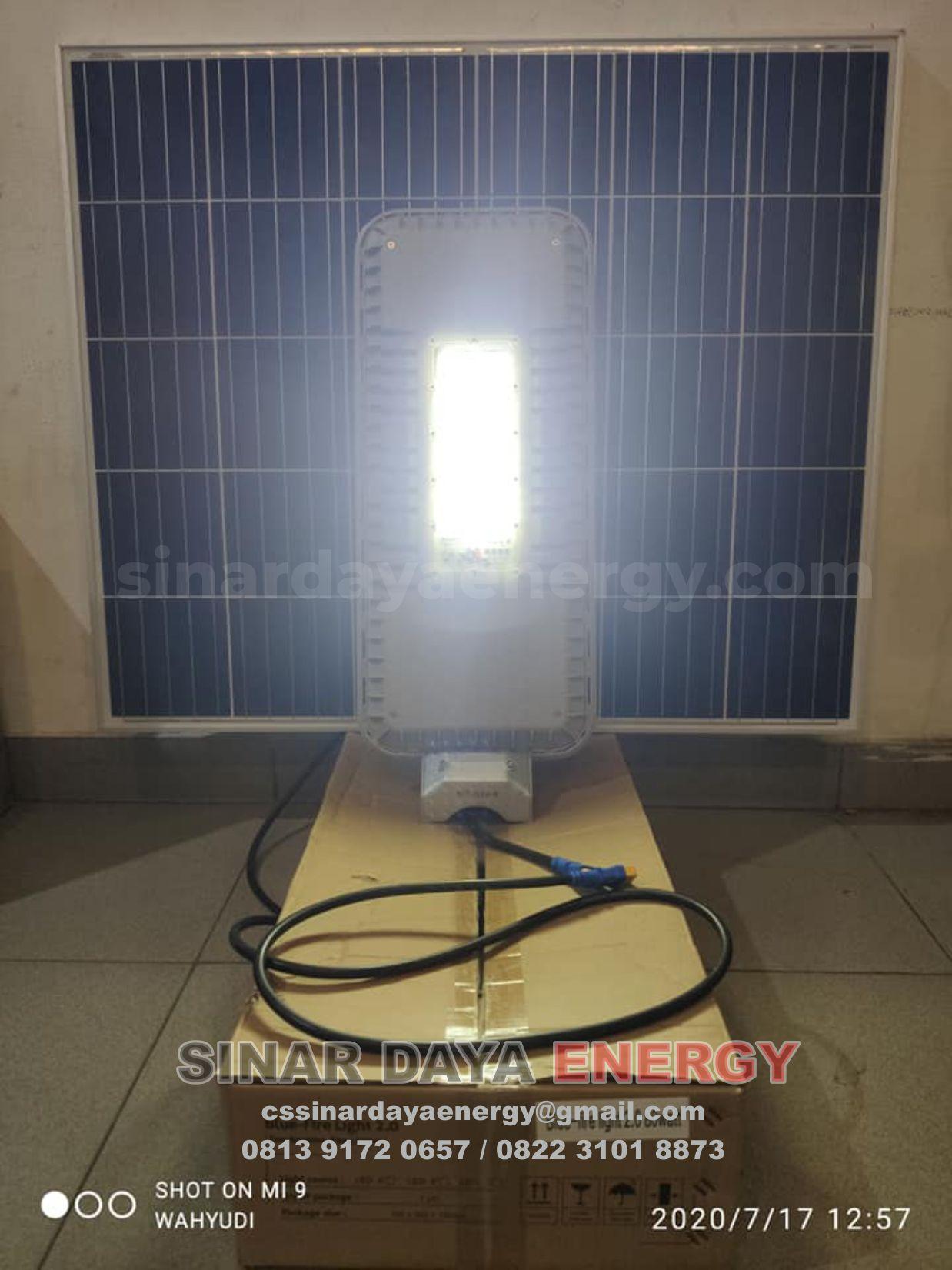 Lampu Penerangan Jalan Umum Tenaga Surya 2in1 80w