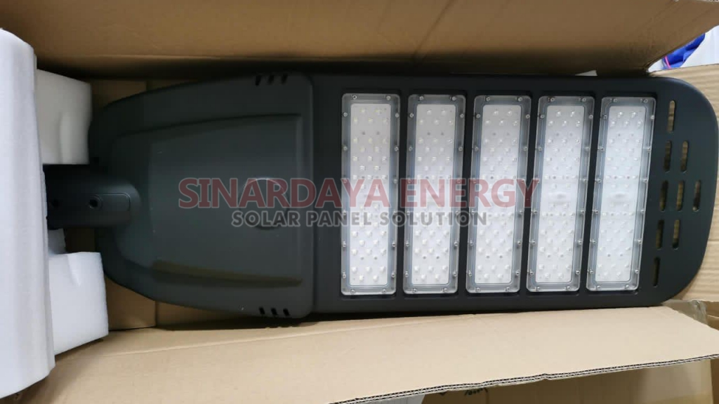 lampu jalan solarcell 2in1